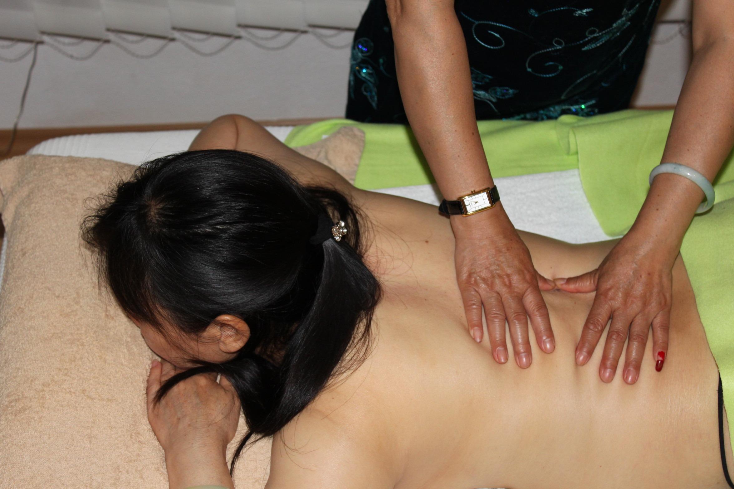 Ganzkörper Tuina Massage